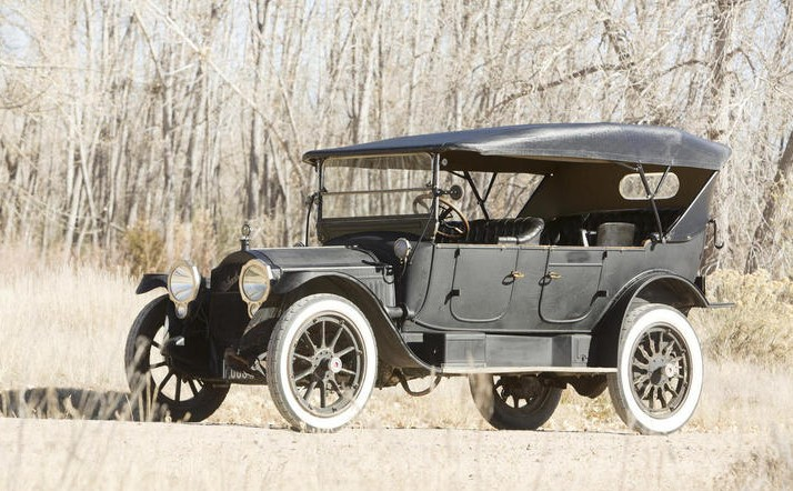 1915 Packard 1-35 Twin Six Seven-Passenger Touring
